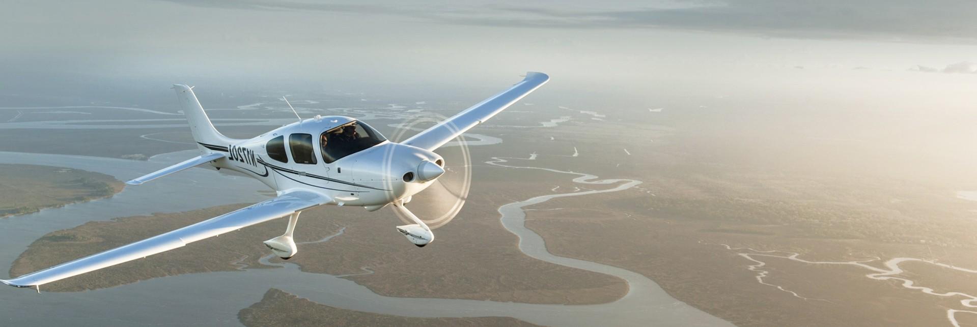 airplane cirrus sky
