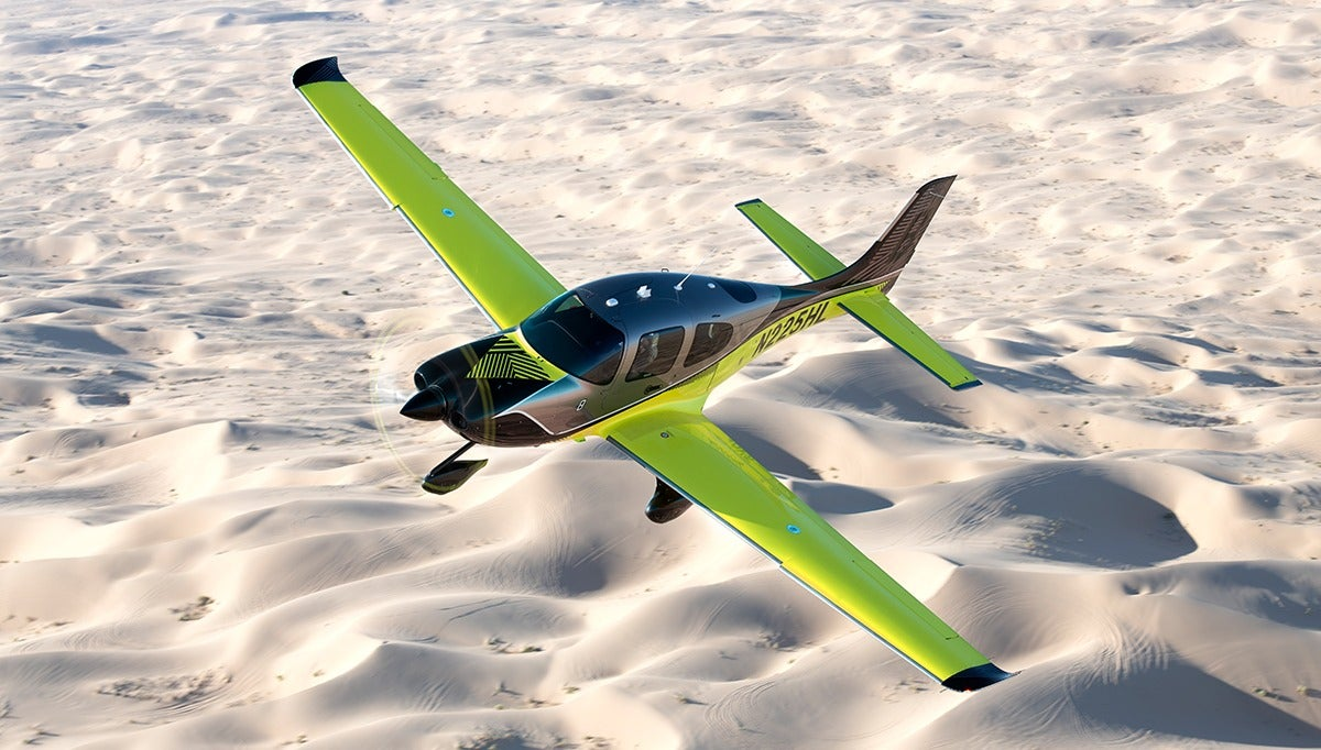 aircraft cirrus airplane